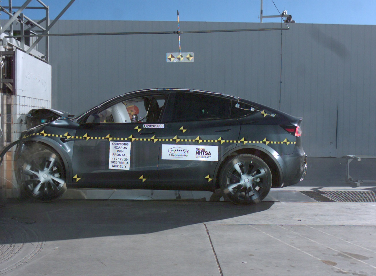 Tesla Model Y: 5 stelle nei crash test NHTSA