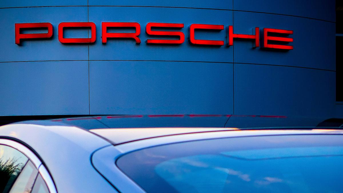 Porsche punta sulle auto elettriche: la svolta entro il 2030