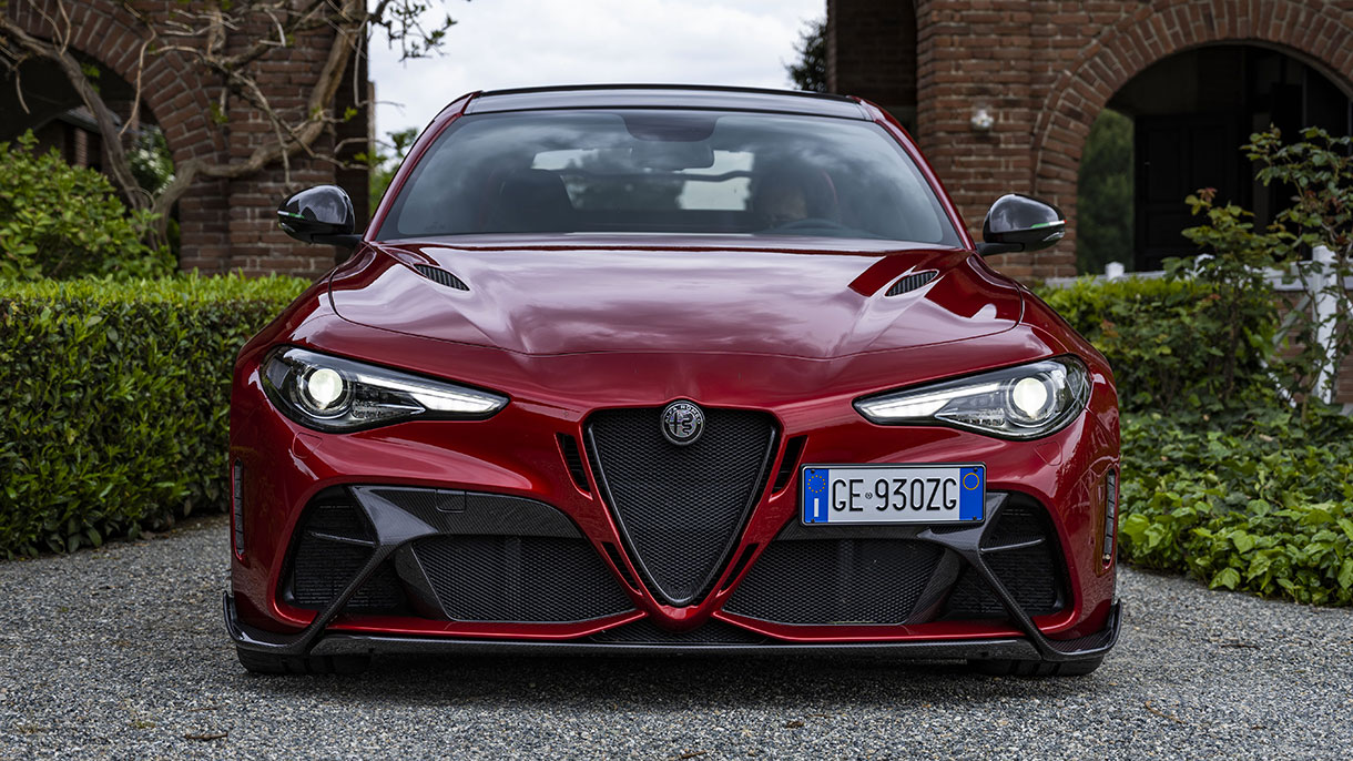 Alfa Romeo Giulia GTA: prezzi, foto e caratteristiche