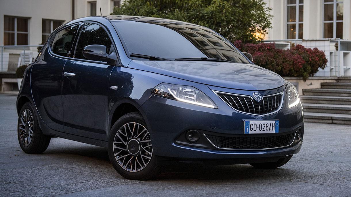 Lancia Ypsilon Hybrid EcoChic: foto, prezzi e caratteristiche