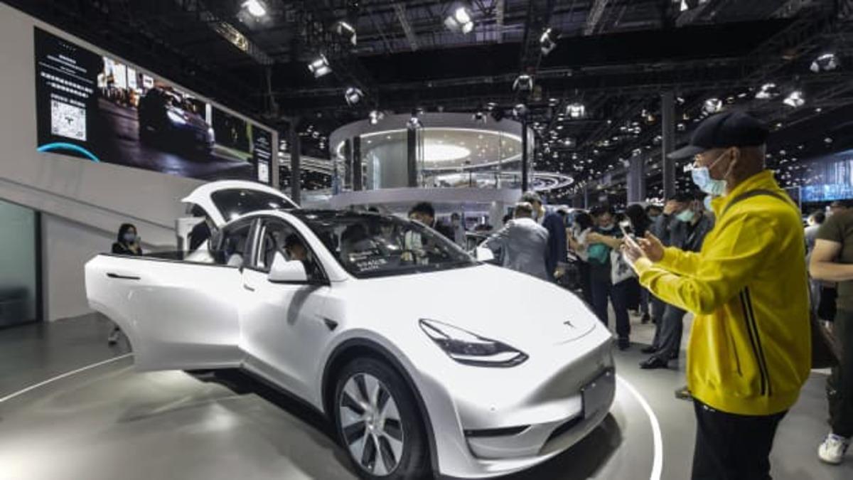 Tesla ritira quasi 300mila auto dal mercato cinese