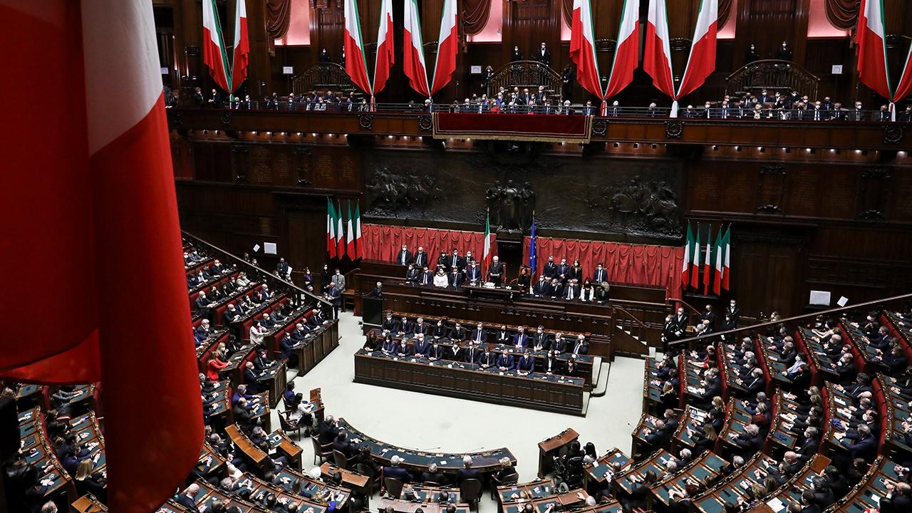 Stipendi parlamentari quanto guadagnano deputati e senatori for Parlamento on line