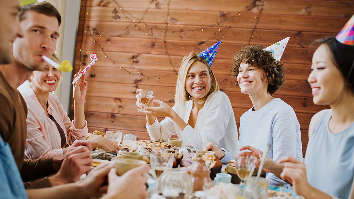 Buon compleanno immagini e frasi di auguri da inviare su for Frasi auguri 25 anni