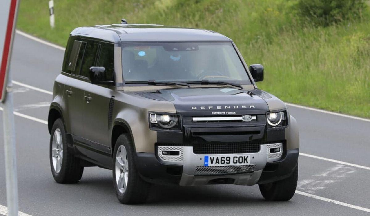 Nuova Land Rover SVR: avvistato il prototipo da 500 CV