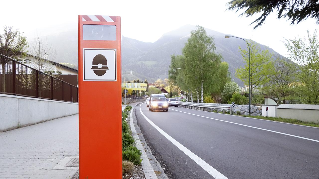 Multa shock da €900 perché viaggiava a 700 Km/h: l'assurdo verbale