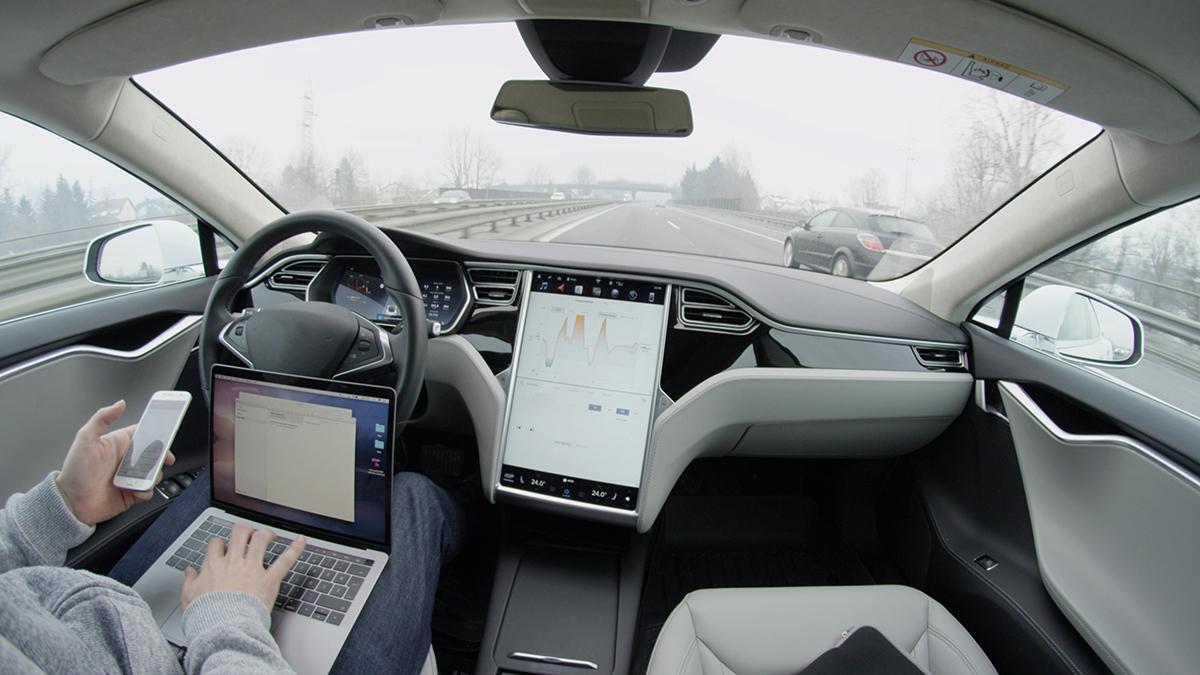 Tesla ad un passo dalla guida autonoma completa secondo Musk