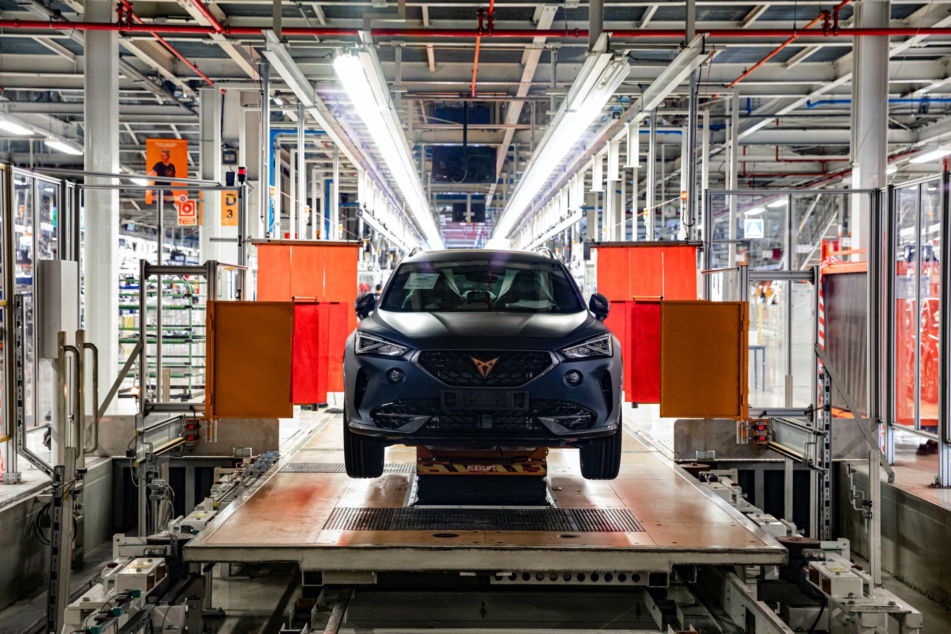 SEAT: parte la produzione del crossover Cupra Formentor