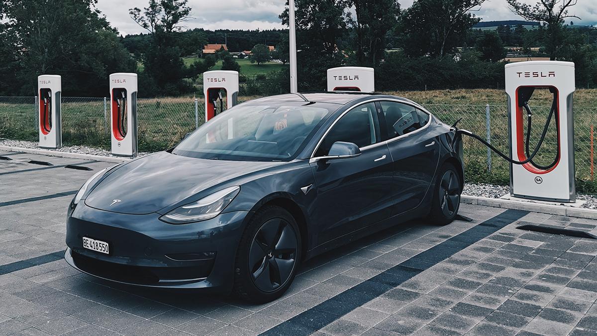 Tesla Model 3: aumenta l'autonomia della berlina