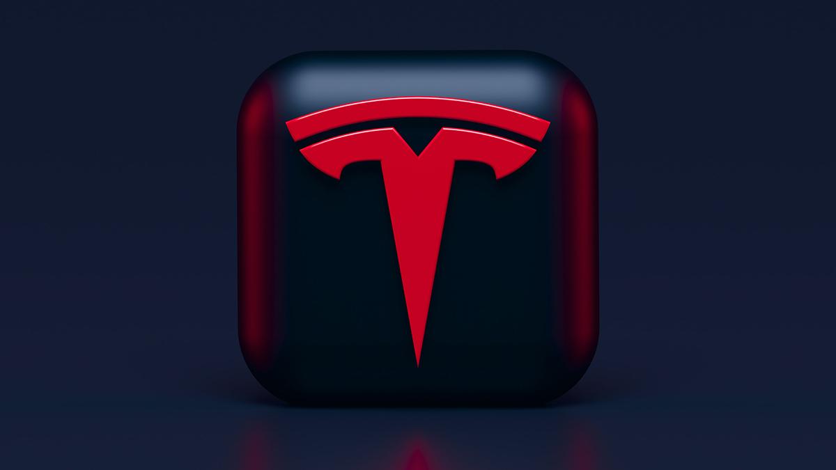 Tesla richiama migliaia di auto per un problema