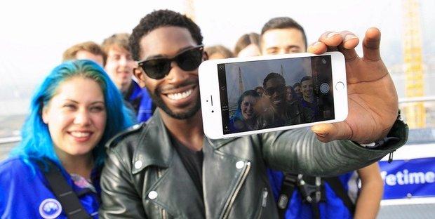 Apple: selfie di gruppo a distanza in arrivo su iPhone