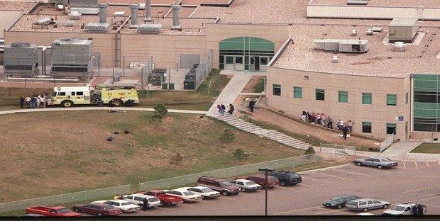 Usa, si teme una nuova strage: scuole lockdown, è caccia al sospetto
