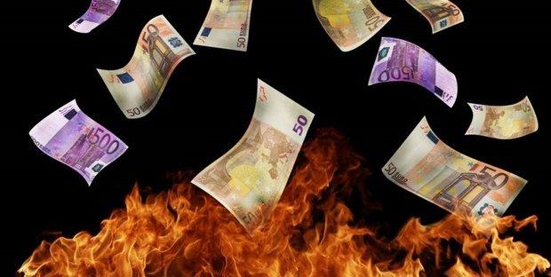 Gli sprechi dello Stato ci costano 200 miliardi all'anno, il doppio dell'evasione