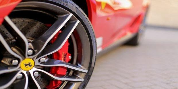 Ferrari, +14% utile e target al rialzo