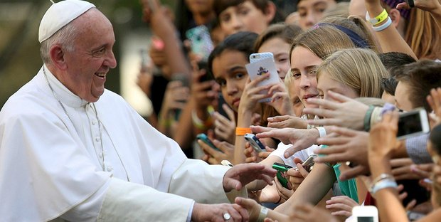 Il Papa sferza i giovani: