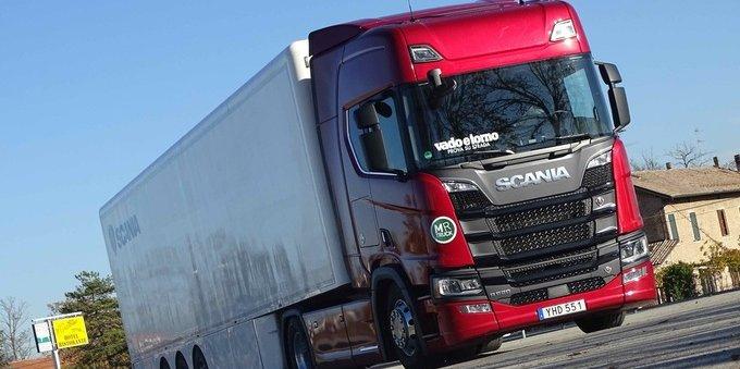 Cómo convertirse en conductor de camión y cuánto gana