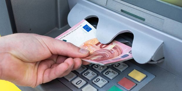 Pensioni, novità sulle nuove date: vantaggi per chi preleva da Bancomat