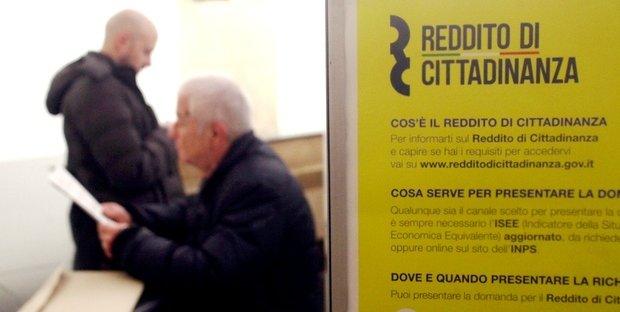 """Reddito di cittadinanza: cosa significa la """"mano arancione""""?"""