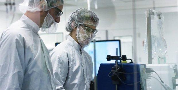 Vaccino contro il Coronavirus: morto un volontario della sperimentazione AstraZeneca/Oxford in Brasile