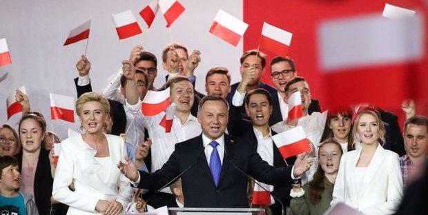 Elezioni presidenziali in Polonia, exit poll danno in vantaggio Duda