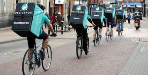 Amazon investe mezzo miliardo in Deliveroo