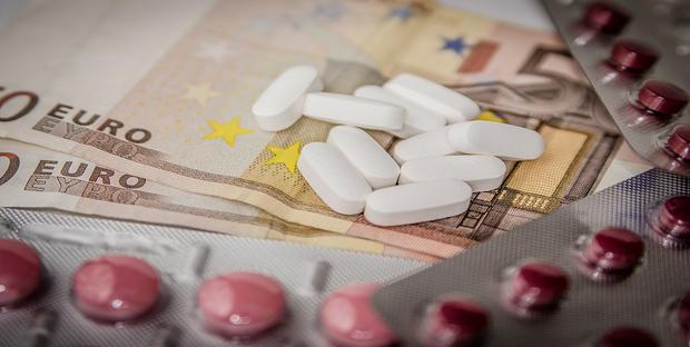 Farmaci da banco, aumentano i prezzi di 800 medicinali fascia C. L'elenco