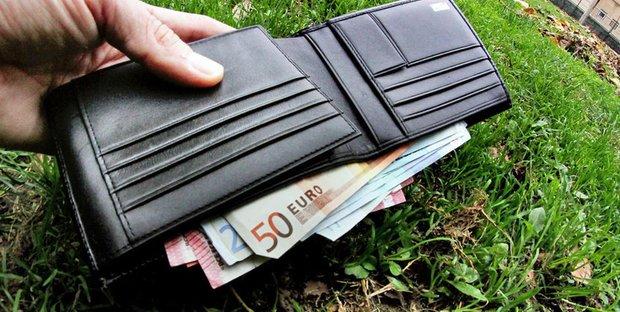 d1581c3a40 Soldi o portafogli trovati per strada: cosa fare e diritto alla ricompensa