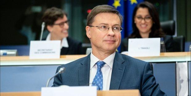 Manovra, via libera da Bruxelles, ma arriva il monito dell'Ue