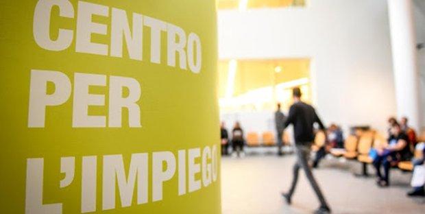"""Assunzioni """"lampo"""" per 236 posti nei Centri per l'impiego in Puglia: requisiti e come candidarsi"""