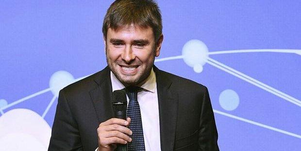 """Coronavirus, Renzi intervistato da CNN. Di Battista: """"Antitaliano, frustrato, drogato di visibilità"""""""