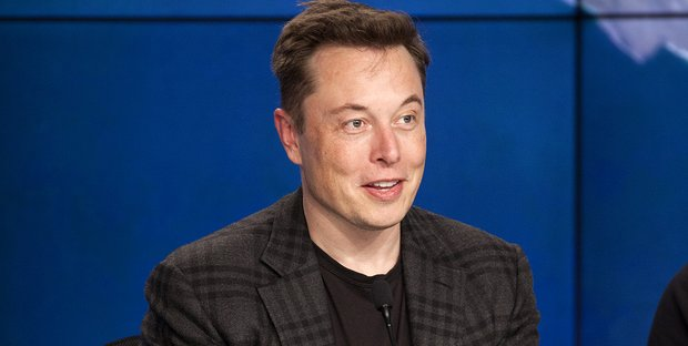 Elon Musk sul vaccino: non lo farò. Volano insulti contro Bill Gates