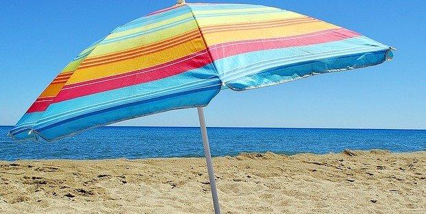 Risparmio Casa Ombrelloni Da Mare.Si Puo Lasciare L Ombrellone Sulla Spiaggia Libera