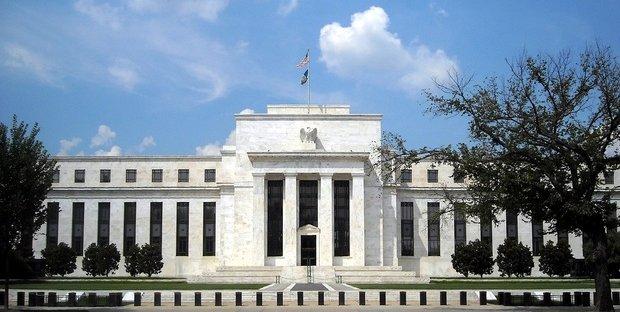 La Federal Reserve divisa taglia i tassi, Powell esclude recessione Usa