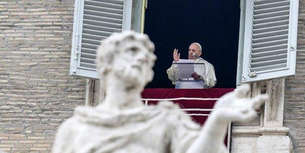 Unioni omosessuali, papa Francesco: giusto tutelarne i diritti