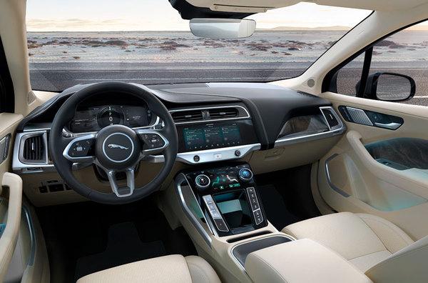c8045504f9f7 Lunga 4,67 metri, è stata disegnata da Ian Callum, il padre di tutti i  modelli Jaguar; una sport utiliy, un suv coupé, come testimoniano anche i  maxi-cerchi ...
