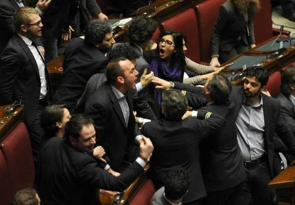 Politici che dormono in camera cambiano le regole le for Camera dei senatori